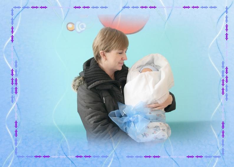 Мама с заветным свертком