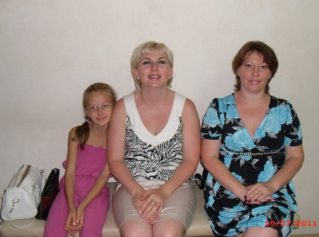 Три девицы под окном..