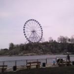 Местное колесо обозрения - около Радуга-Парка