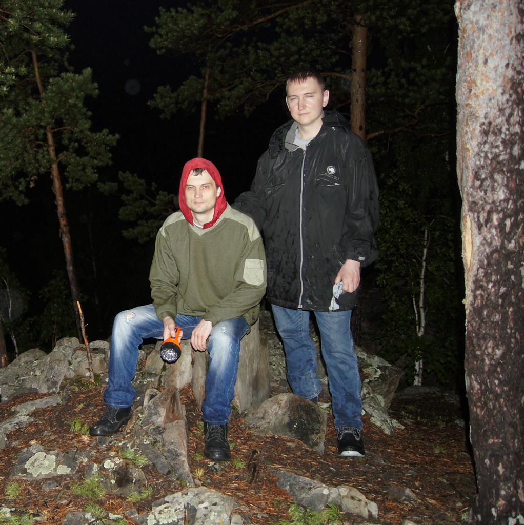 Хорошо в ночном лесу